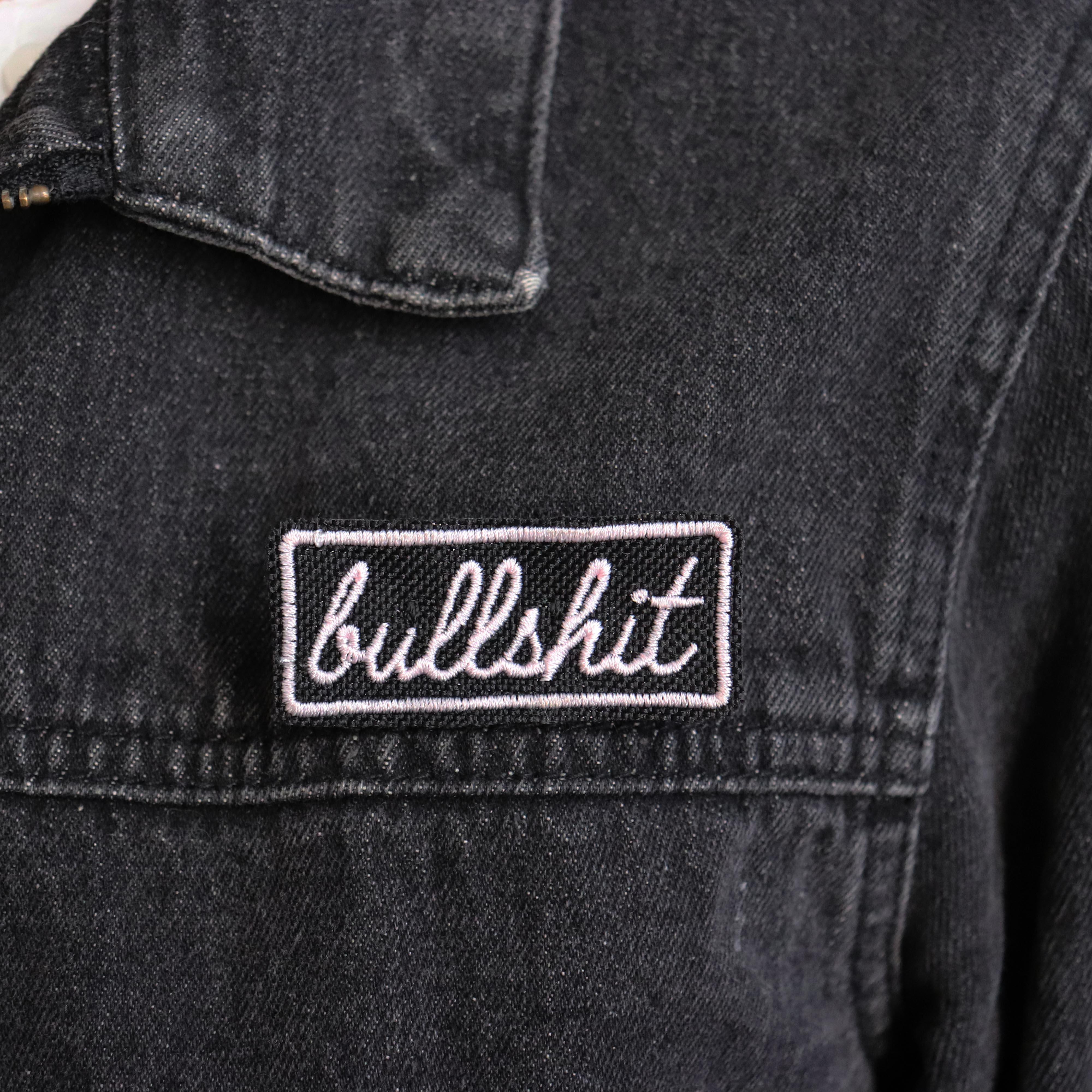 "broche brodée ""Bullshit"""